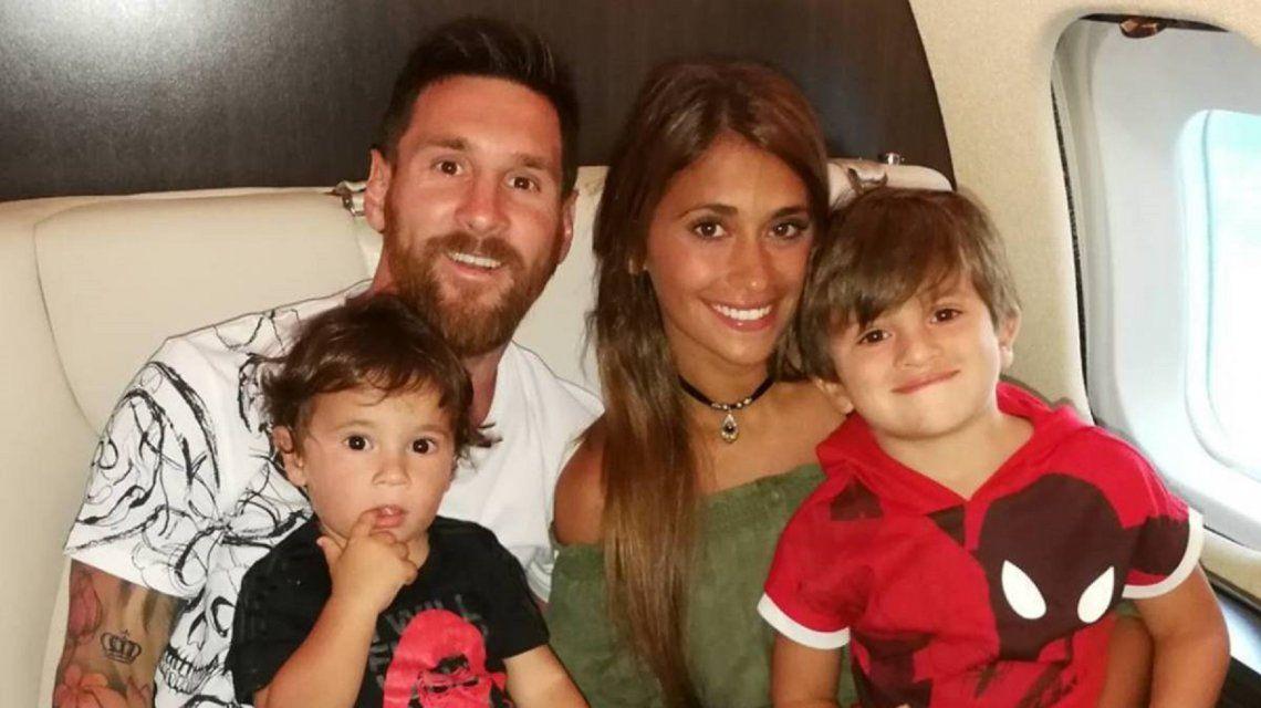 Messi mostró por primera vez a su hijo Ciro en una foto familiar por Pascua