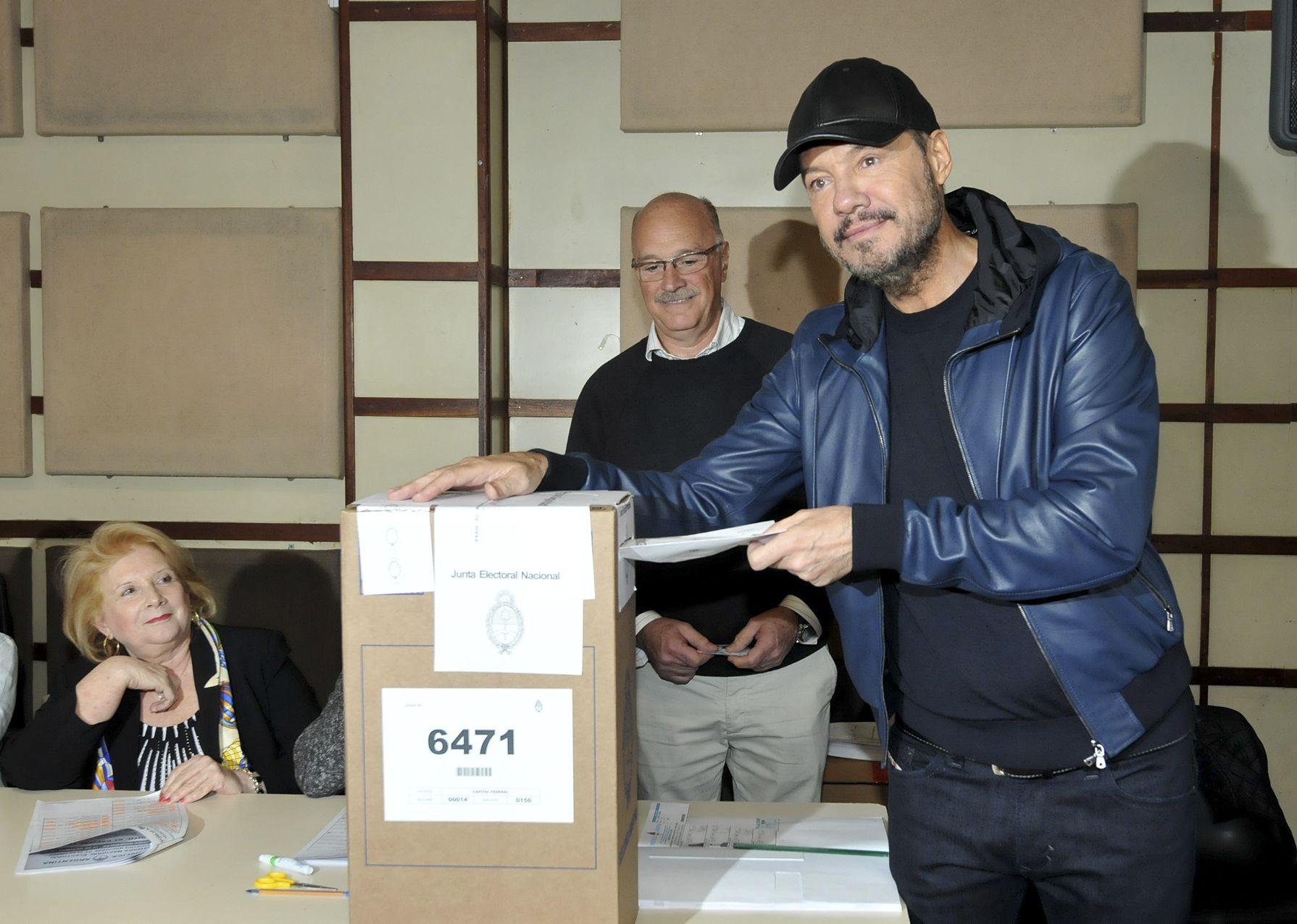 Marcelo Tinelli votando en las elecciones de 2017