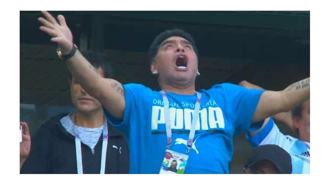 Diego Maradona enloqueció tras el gol de Lionel Messi y explotaron los memes