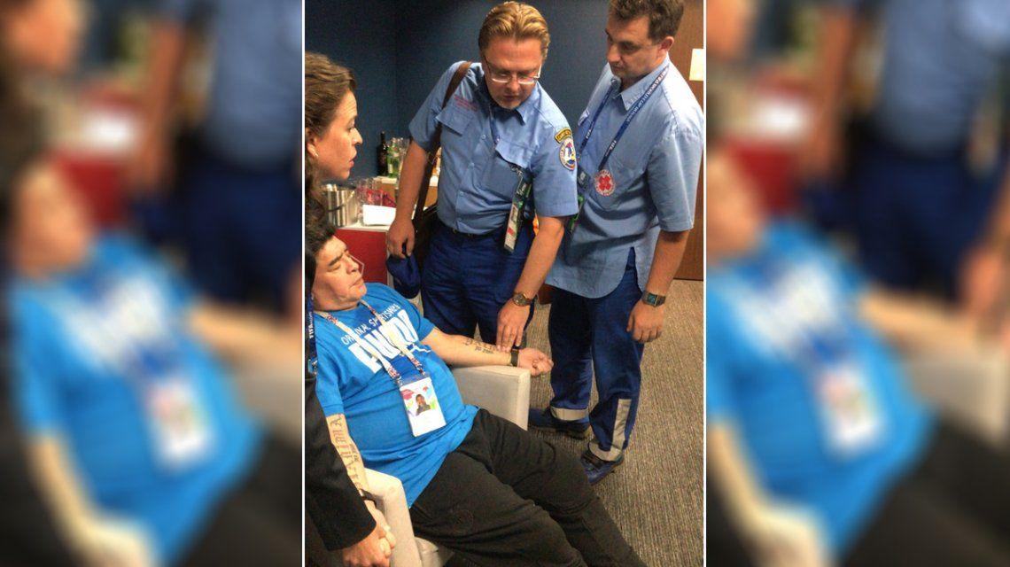 Maradona fue atendido durante el entretiempo pero no se fue