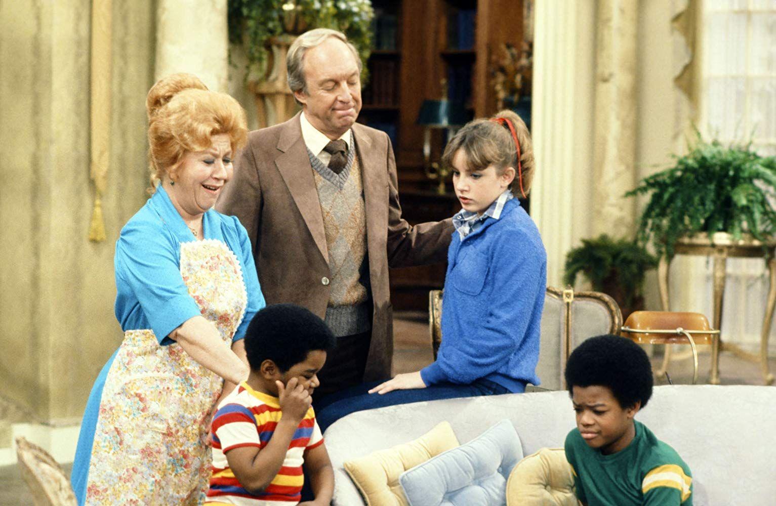 Edna con la familia completa de Blanco y Negro