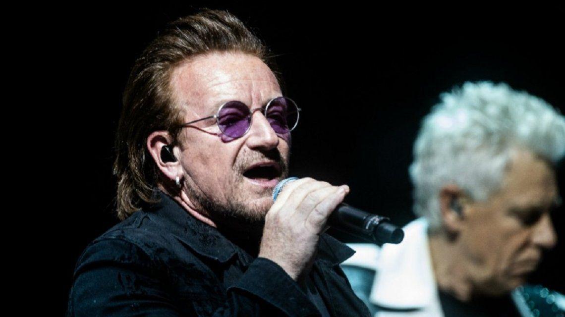 Bono se quedó sin voz en pleno recital de U2 en Berlín