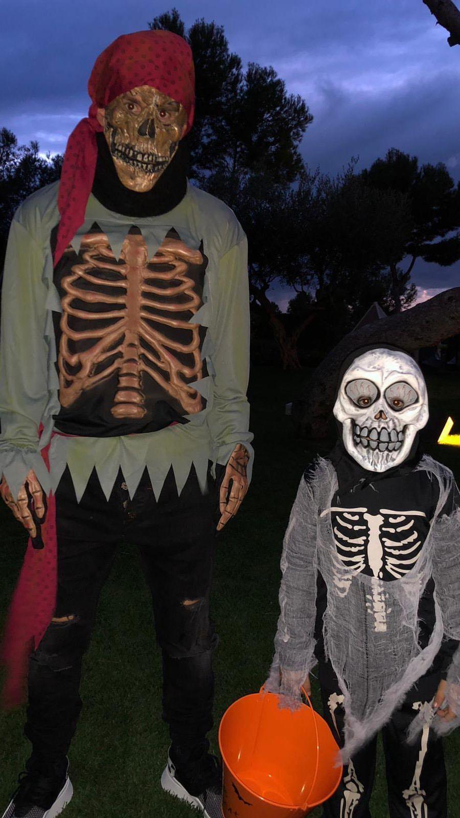 Lionel y Thiago Messi posan por Halloween