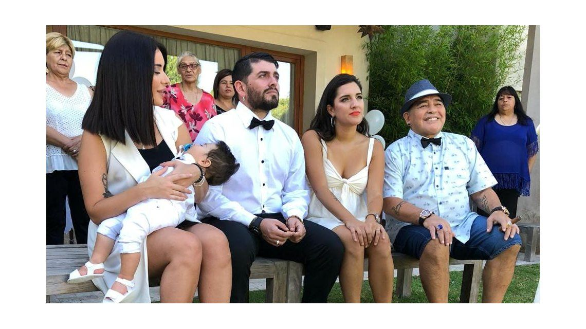 El álbum familiar del bautismo de Dieguito Matías, el nieto de Maradona