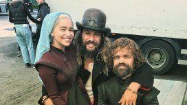 Emilia Clarke culpó a un ex compañero del blooper del vaso de café en una escena de GOT