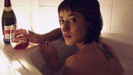 Camila Salazar y dos fotos muy sugerentes tomándose un baño de inmersión con su novio