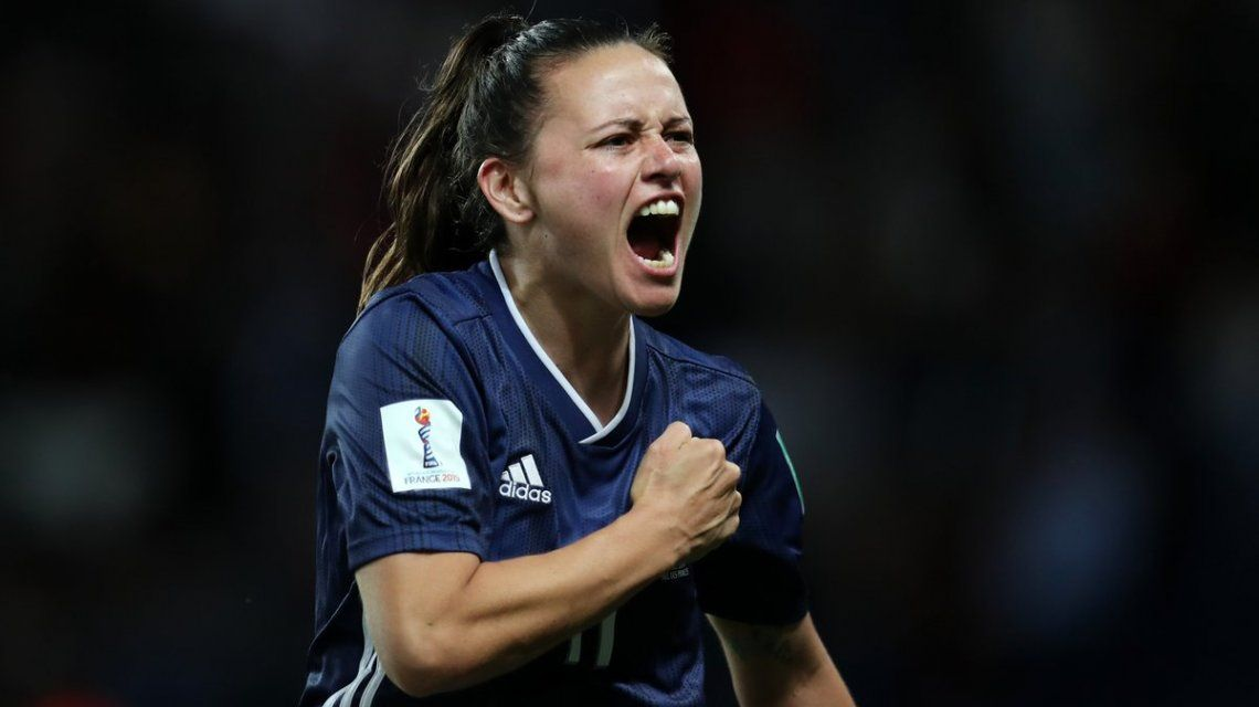 Florencia Bonsegundo celebra el gol del empate