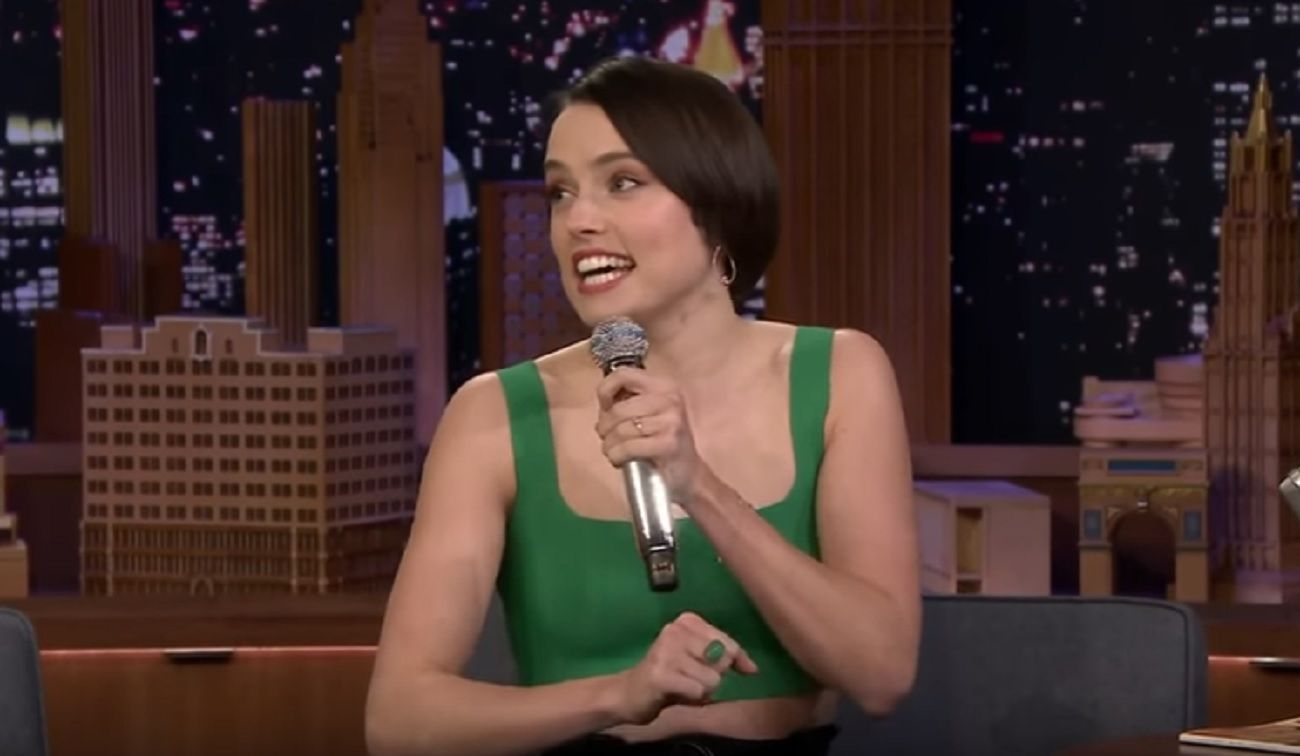 Desopilante video de Daisy Ridley (de Star Wars) rapeando Lady Marmalade en el programa de Jimmy Fallon