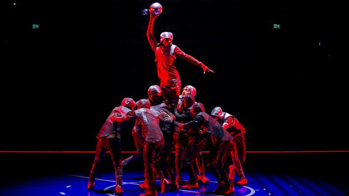 Debutó en Barcelona Messi10, el espectáculo del Cirque du Soleil inspirado en La Pulga