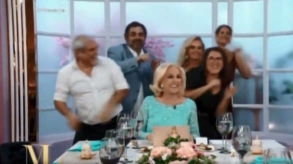VIDEO: Los invitados sorprendieron a Mirtha Legrand con una coreografía espontánea