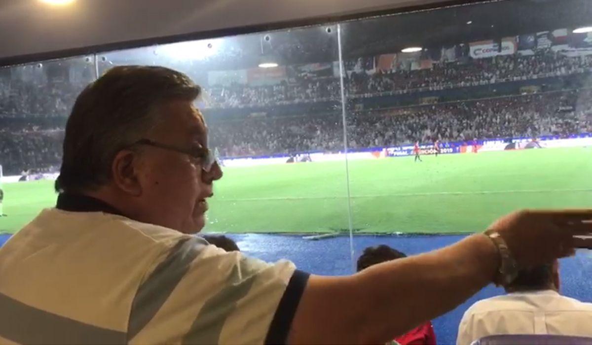VIDEO: Un integrante de Los Palmeras invitó a pelear a otro músico en la final de la Sudamericana