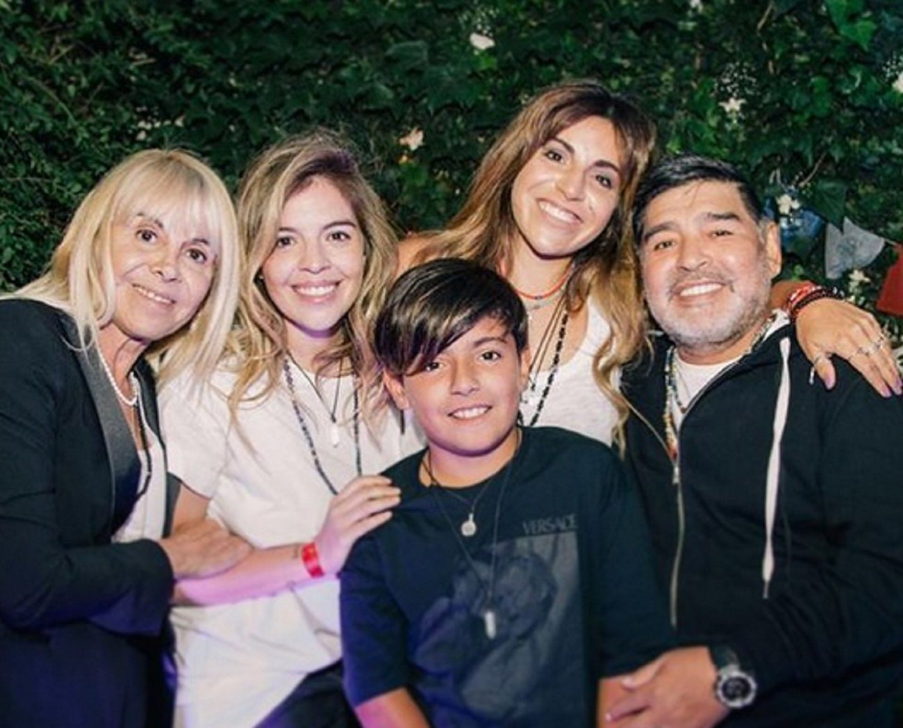 El impensado reencuentro de Diego Maradona con Claudia Villafañe y sus dos hijas