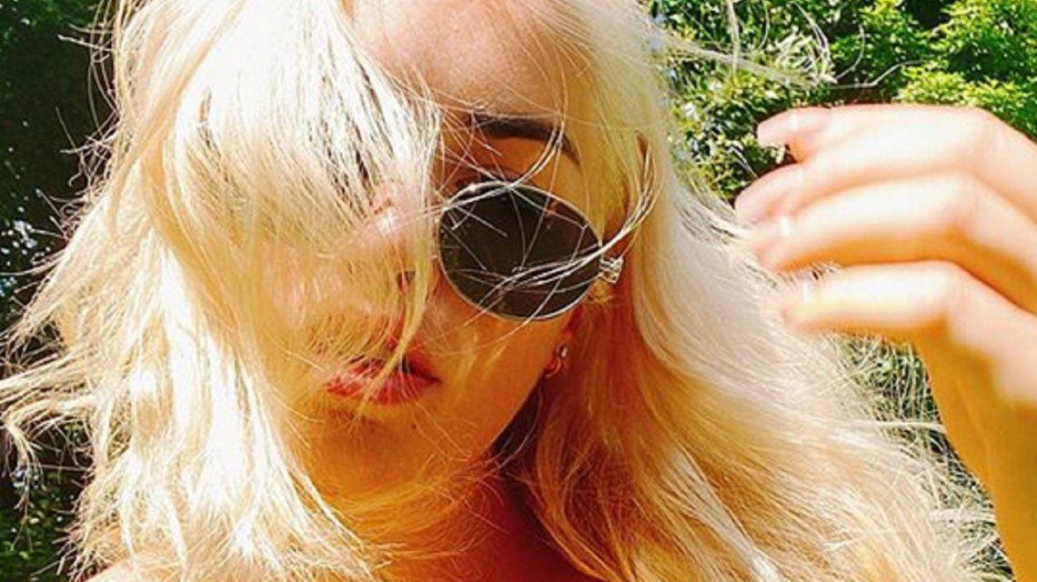 El destape de Lali Espósito: topless en la pileta y un rubio renovado