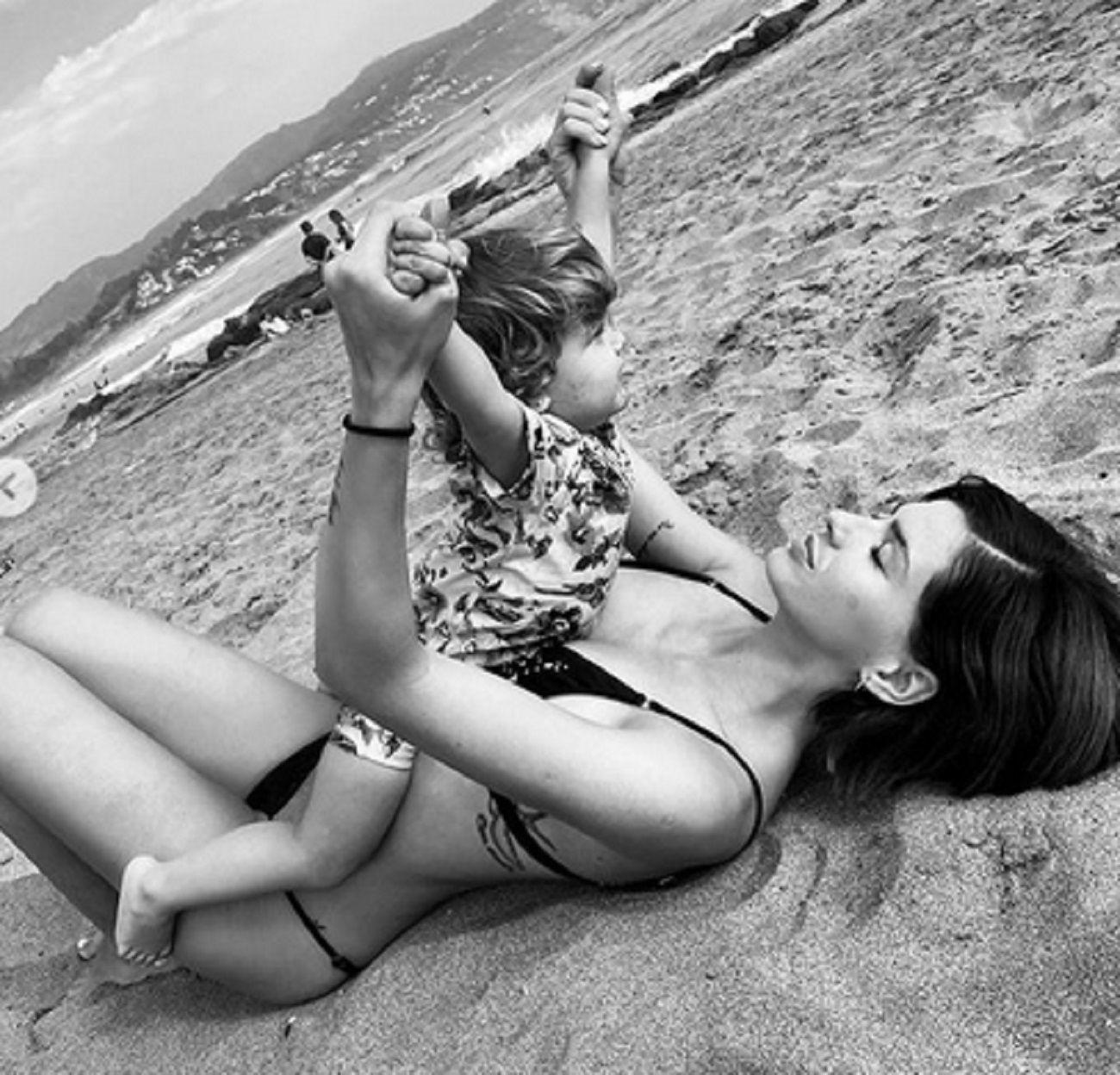 La foto más tierna de Benjamín Vicuña y la China con Magnolia en la playa