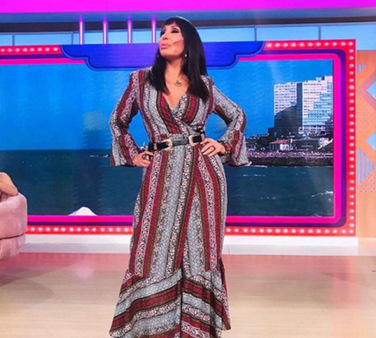 Moria Casán quiso mostrar el tajo de su vestido ¡y se le vio todo!