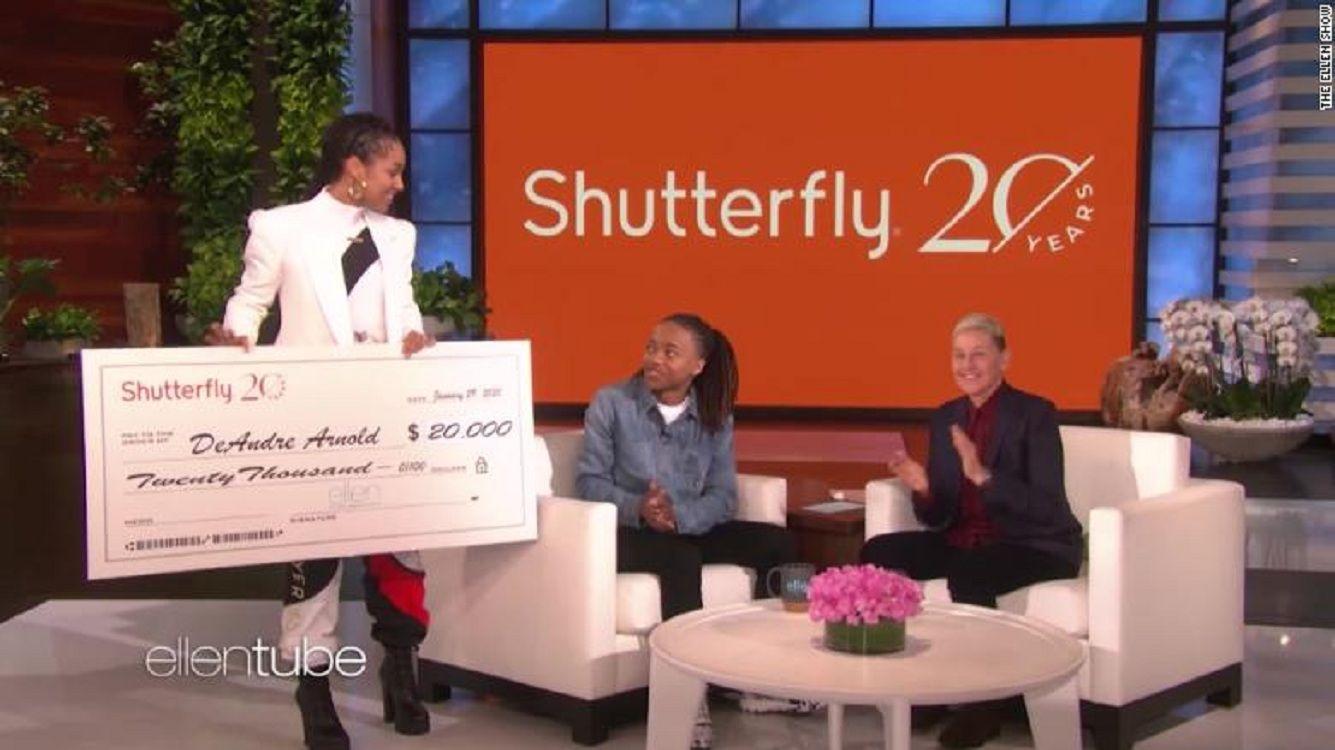 El gesto solidario de Alicia Keys y Ellen DeGeneres con un estudiante discriminado