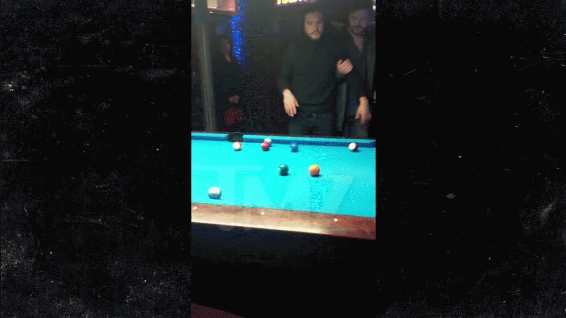 El papelón de Jon Snow en Nueva York: se emborrachó en un bar y lo echaron