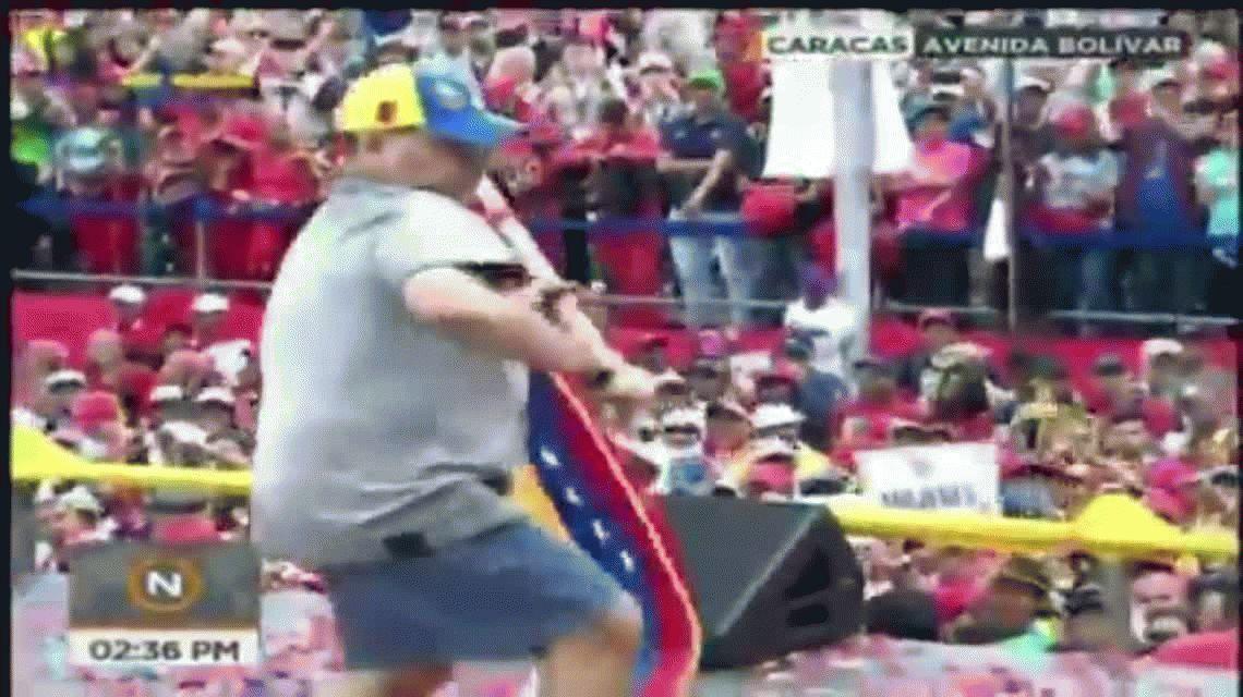 El baile reguetonero de Maradona en el cierre de campaña de Maduro
