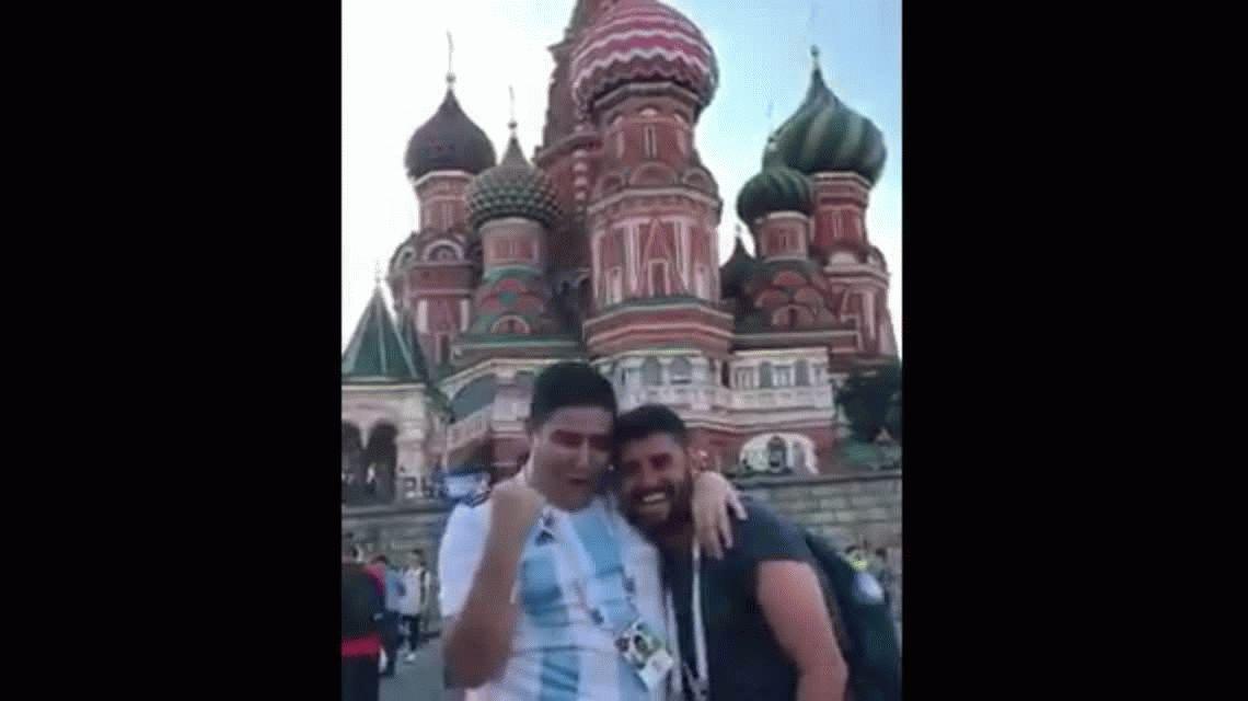 El Chapu Martínez es furor en Rusia y todos quieren un video con él