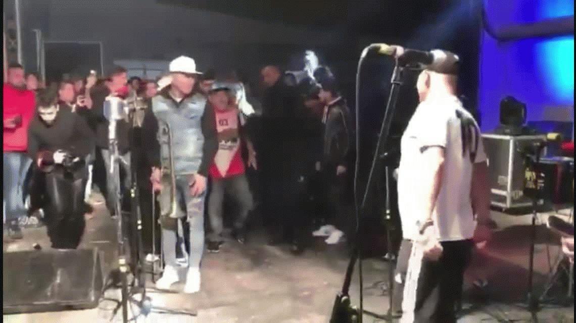 Maradona reapareció en un show del Pepo: cantaron y hasta se dieron un piquito