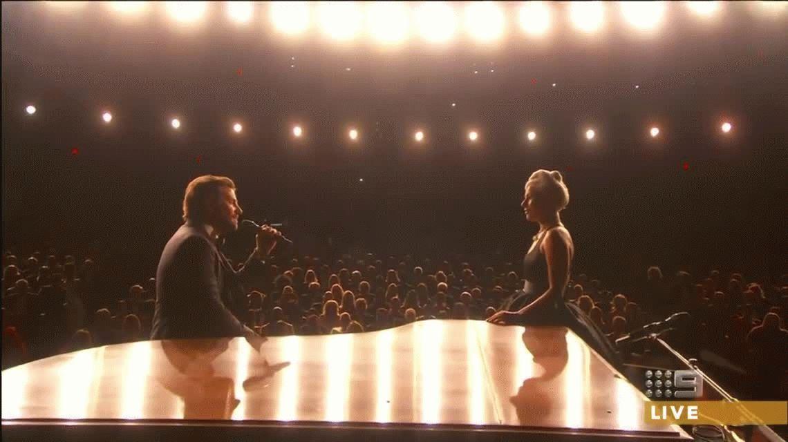 Sólo faltó el beso: el conmovedor dueto de Lady Gaga y Bradley Cooper