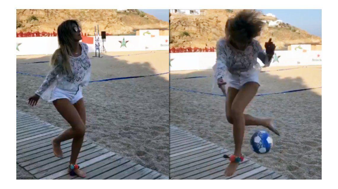 Cande Ruggeri jugando al fútbol