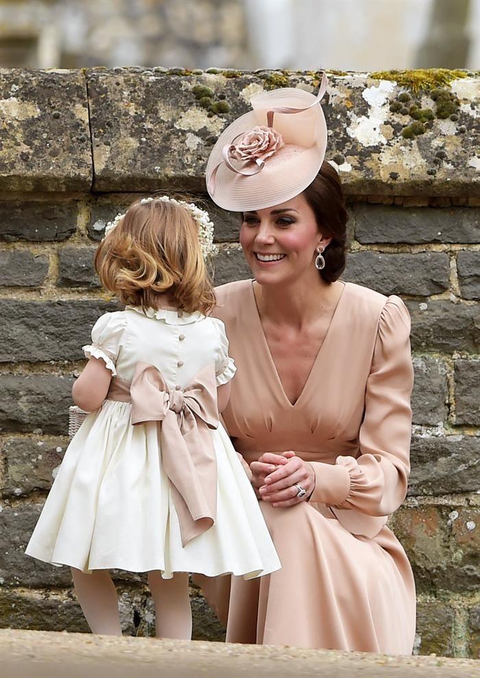 La Duquesa de Cambridge con su hija