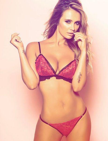 La foto ratonera de Melina Pitra desnuda en la cama.