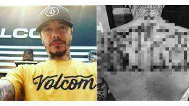 Sebastián Ortega se tatuó su apellido en la espalda.