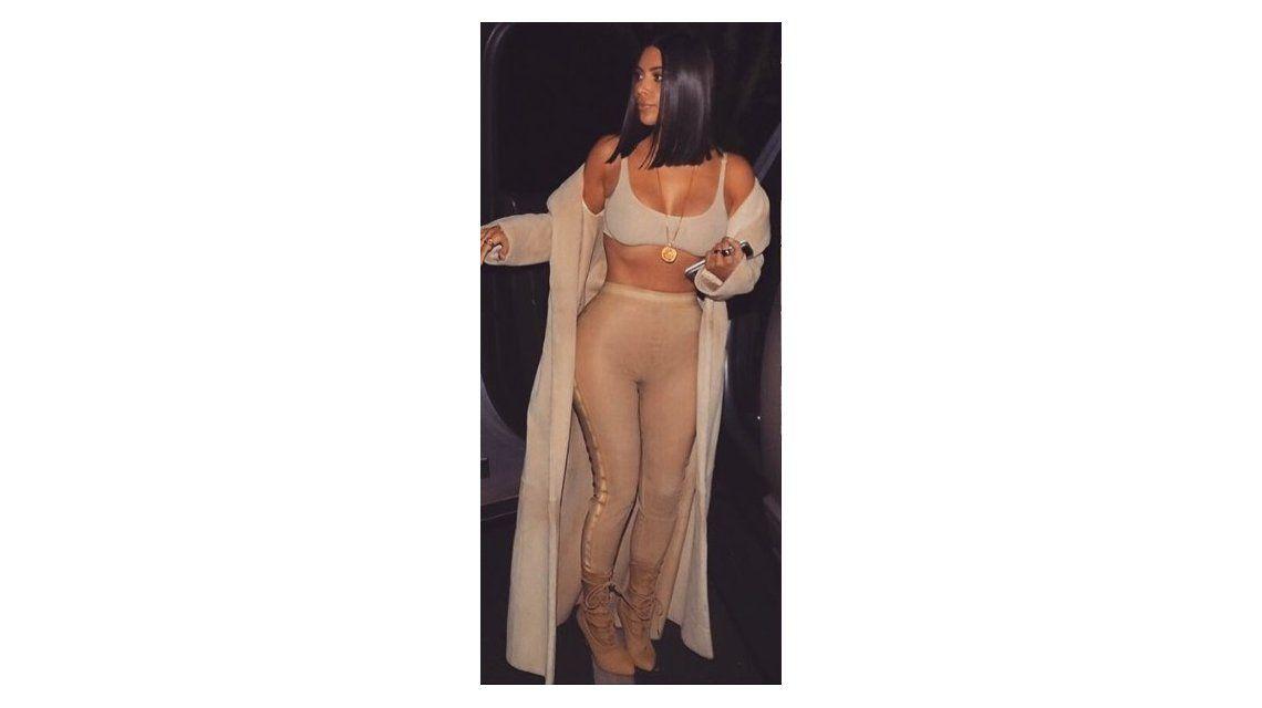 Kim Kardashian bajó tres kilos y salió a comer en calzas y corpiño