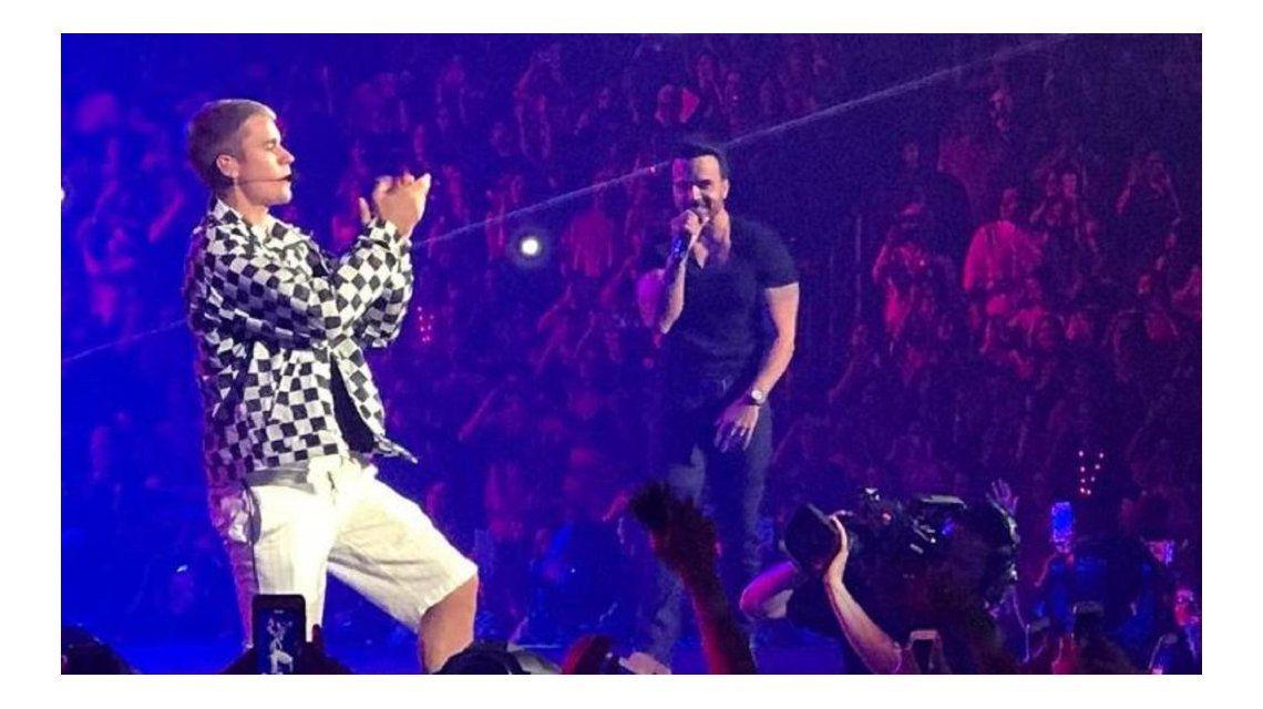 Justin Bieber junto a Luis Fonsi