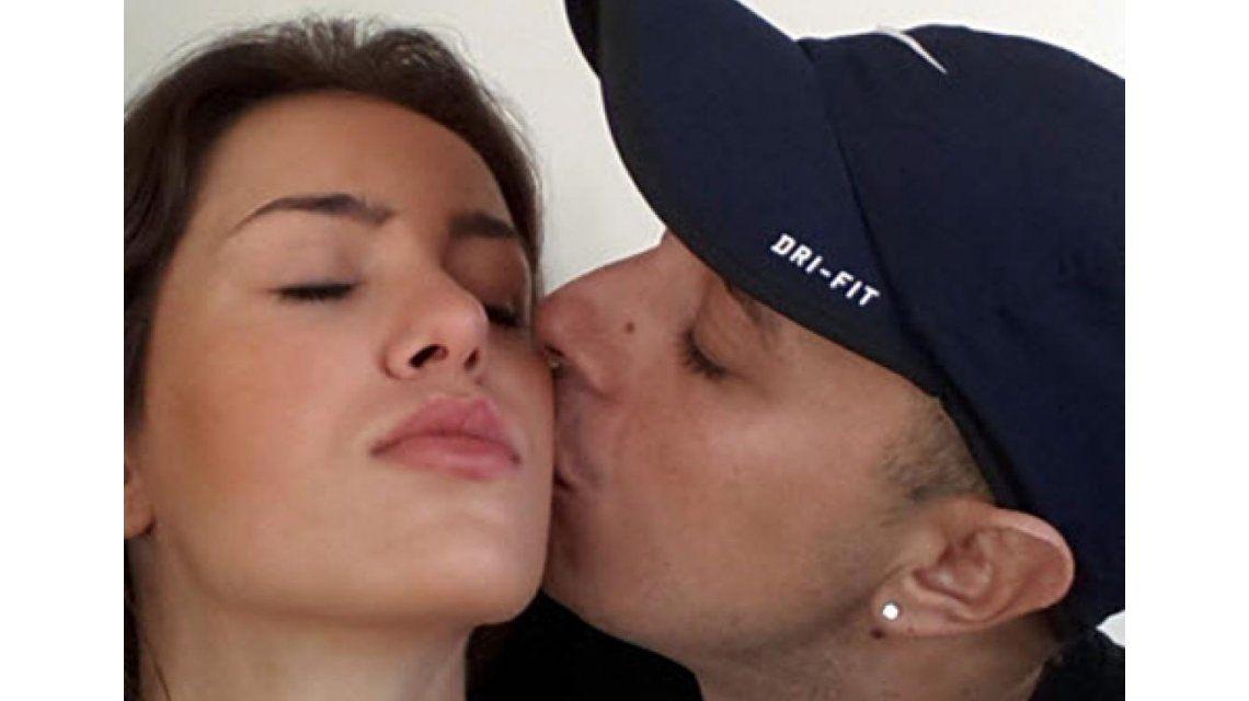El Dipy y Mariana Diarco parodiaron el beso en slow motion de la China Suárez y Benjamín Vicuña
