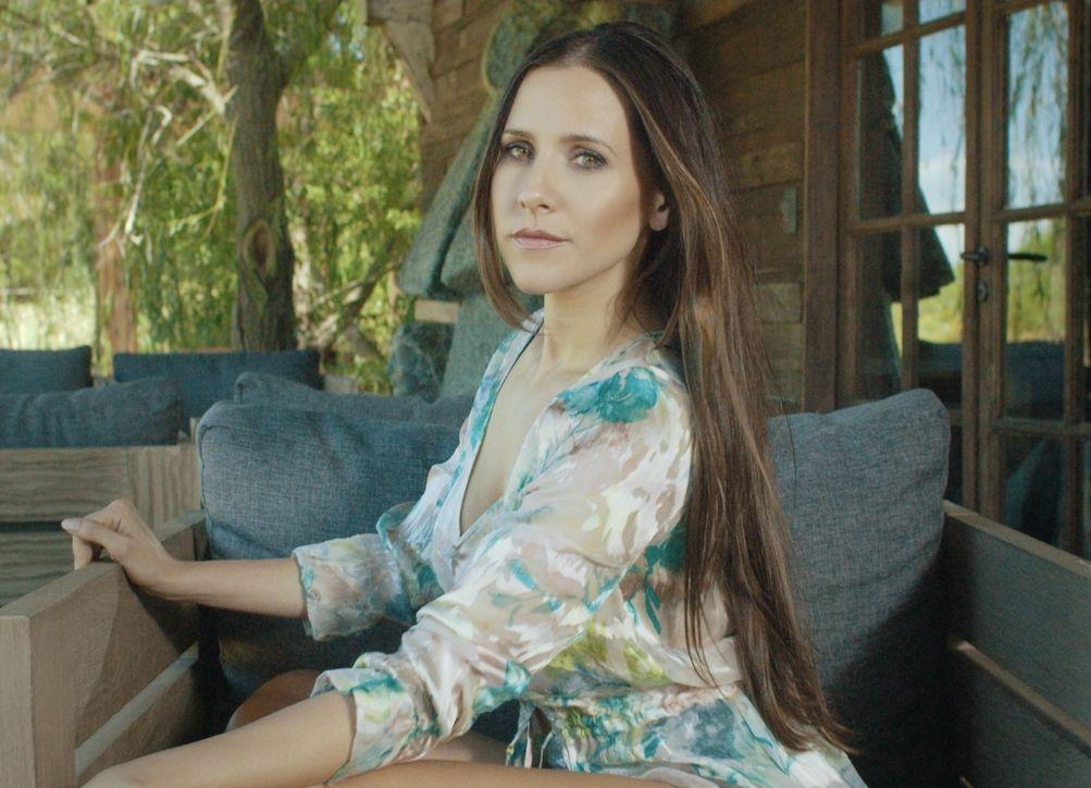{altText(Julieta Camaño vuelve con #RightNow<br>,Julieta Camaño vuelve con #RightNow por C5N)}