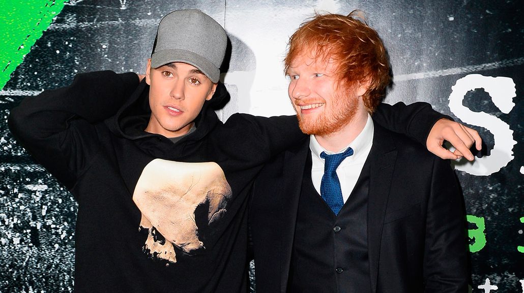 Ed Sheeran golpeó a Justin Bieber