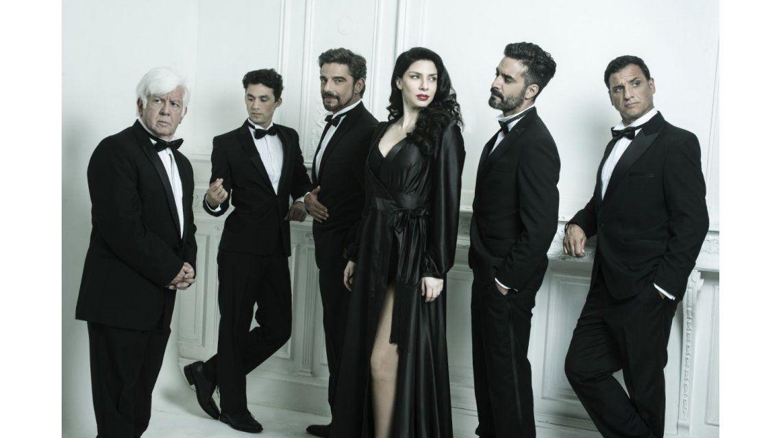 Romina Gaetani y el elenco de La Momia