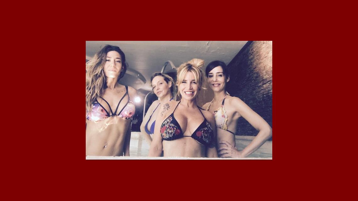 La foto de Jimena Barón, Flor Peña, Paola Krum y Gabriela Toscano, en bikini en el spa