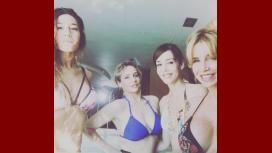 Las fotos de Barón, Flor Peña, Paola Krum y Gabriela Toscano, en bikini en un spa