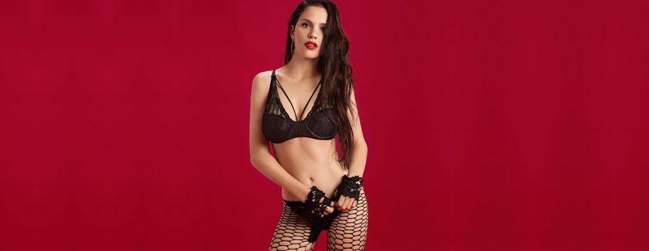 Ivana Figueiras en lencería negra