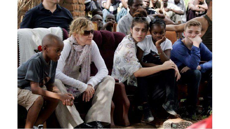 Madonna adoptará dos gemelas de Malaui