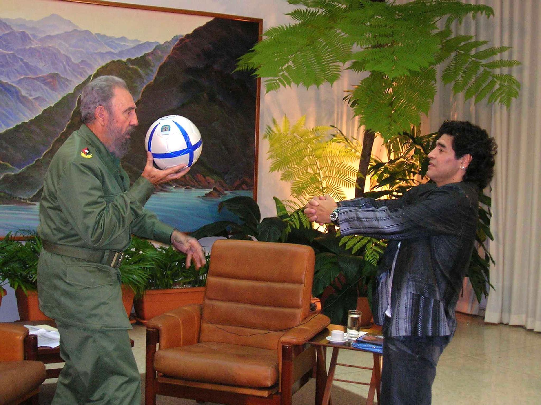 La historia de cómo se conocieron Fidel Castro y Diego Maradona