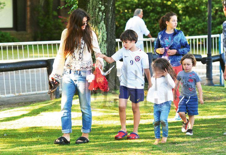 El día de polo de la China Suárez y Vicuña con sus hijos.