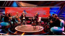VIDEO: Una inglesa irrumpió un programa en vivo y Tevez hizo de traductor