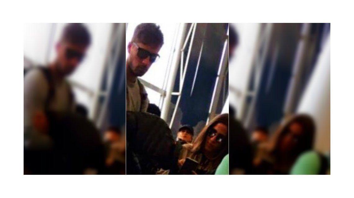 Jimena Barón en el aeropuerto con su nuevo novio.