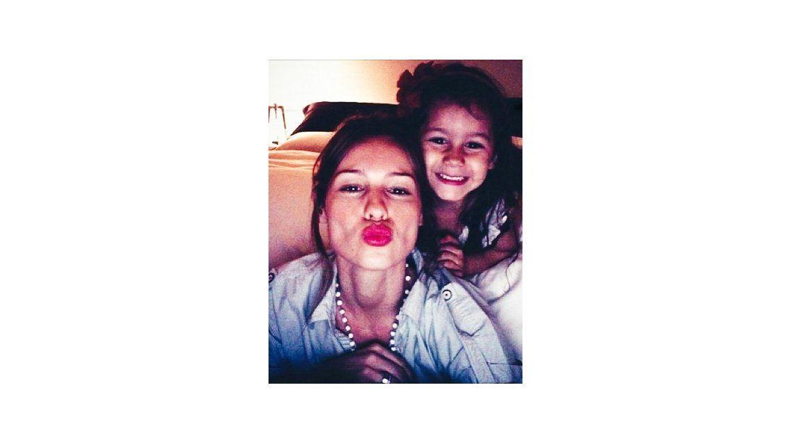 Pampita y una profunda frase mientras discutía con De Brito: Mi hija me enseñó a que tengo que ser feliz todos los días, la vida se te va de un instante a otro