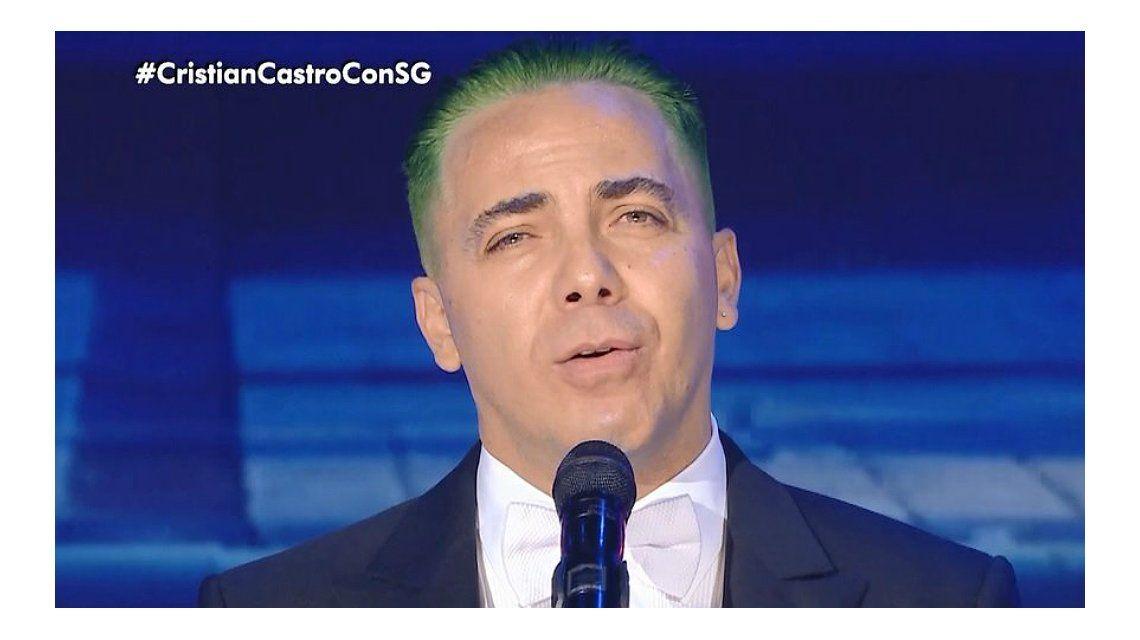 Cristian Castro apareció teñido de verde en lo de Susana Giménez y le robó un beso a la diva
