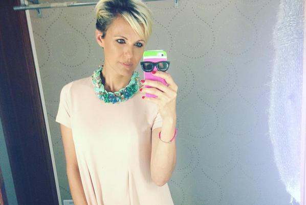 El cambio de look de Denise Dumas que es tendencia mundial: ¡pelo gris!