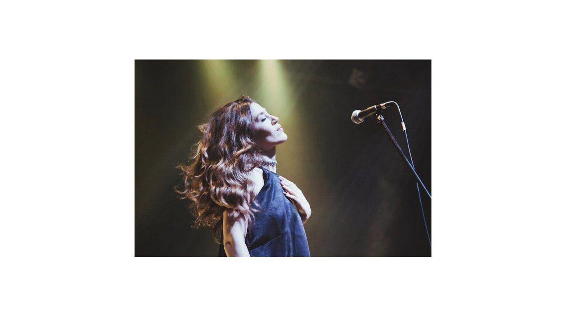 Jimena Barón presentó La tormenta, su segunda canción como solista: No aparezcas, no me quieras tentar