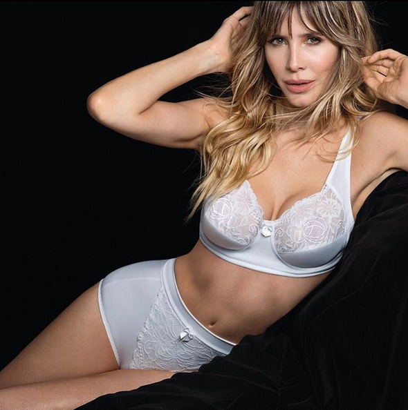 Guillermina Valdes sigue explorando su faceta de modelo: sensual producción en ropa interior