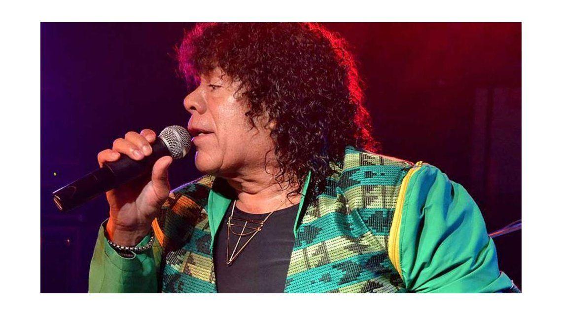 La Mona Jiménez contó en medio de un show que tiene problemas en las cuerdas vocales: Les estoy fallando