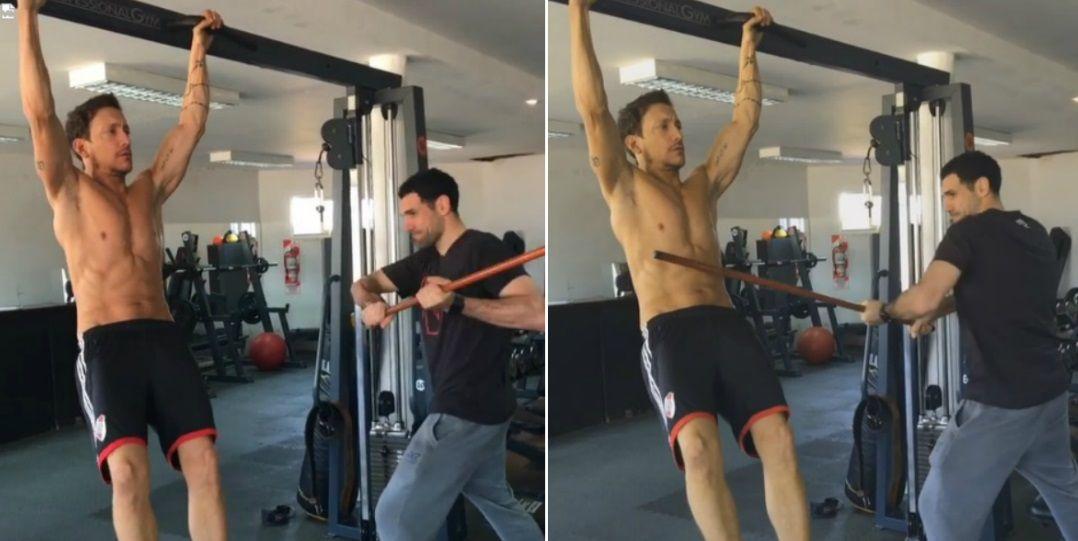 Mirá el entrenamiento extremo de Nico Vázquez: ¡le pegan con un palo en el abdomen!
